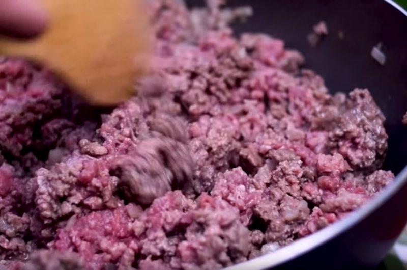 Carne moída ao ponto rosado