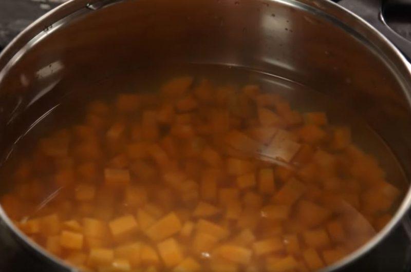 Panela com água quente