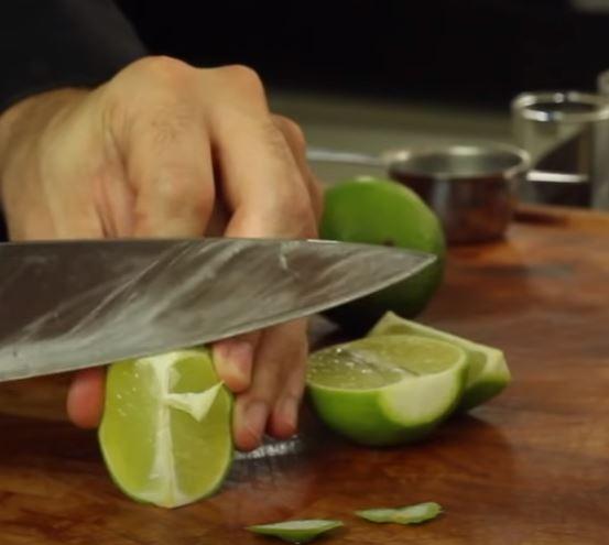 Cortando limão