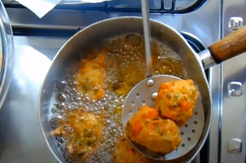 fritando os bolinhos